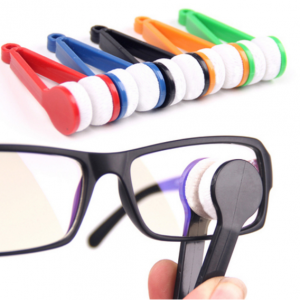 מברשת ניקוי משקפיים